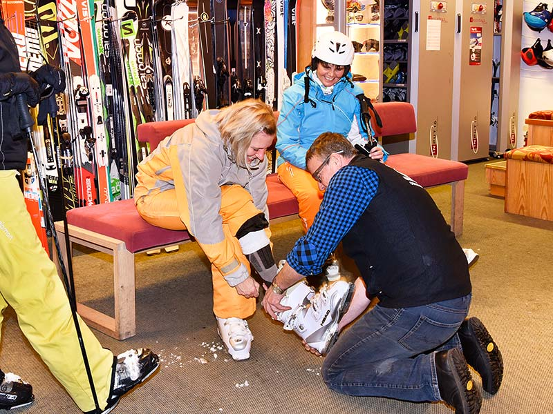 The customers can try every type of ski and boot for themselves!